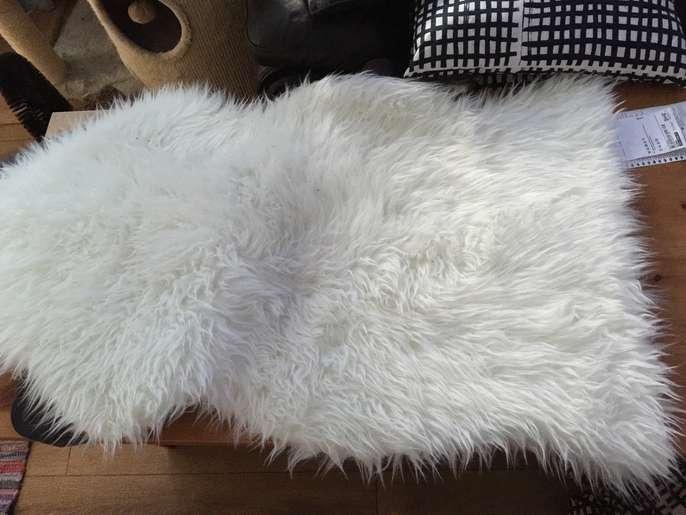 Freelywheely ikea faux fur rug for Fur carpet ikea
