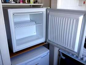 Freecycle Top Freezer, free standing