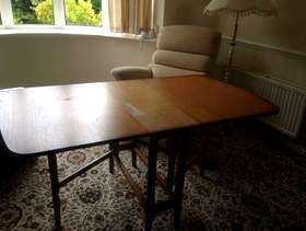 Freecycle Drop leaf dining tanle