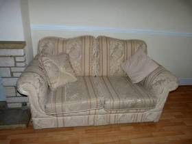 Freecycle FREE sofa and armchairs x2