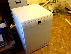 Freecycle Bosch Exxcel Dishwasher (full size, white)