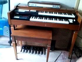 Freecycle Lowry two-manual Electric Organ