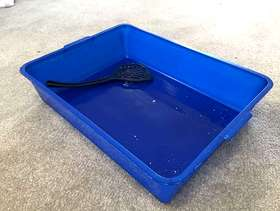 Freecycle Cat litter tray and scoop