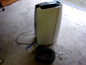 Freecycle Air Conditioner / Dehumidifier Delonghi Pinguina PAC T90