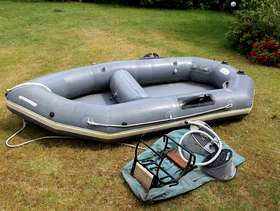Freecycle Avon Redstart inflatable dinghy, seat, pump, outboard mounting, carry bag.