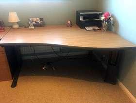 Freecycle Large modern office desk, light oak veneer