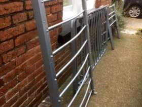Freecycle Single bed frame with pullout guest bed frame