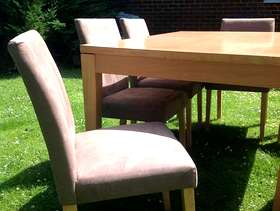 Freecycle Dining table with 6 chairs