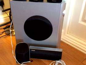 Freecycle Pioneer surround sound speakers ( no wires)