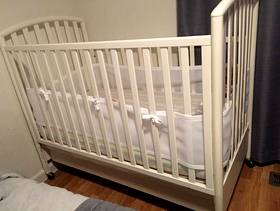 Freecycle White Crib