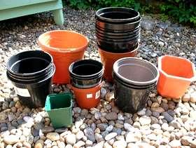 Freecycle Plastic Plants Pots (Various sizes)