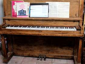 Freecycle FREE Piano: Perfect for Beginner
