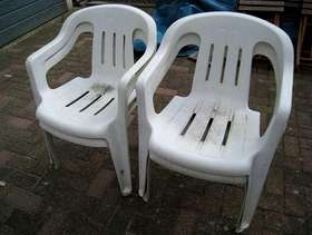 Freecycle Plastic garden chairs (4)