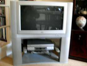 """Freecycle JVC 28"""" CRT Television and vhs recorder"""