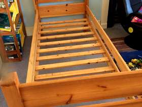 Freecycle Children's single pine bed
