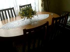 Freecycle Extending Table and chairs