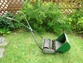Freecycle Lawn mower: old fashioned push