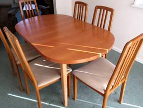 Freecycle Extending table and six chairs.