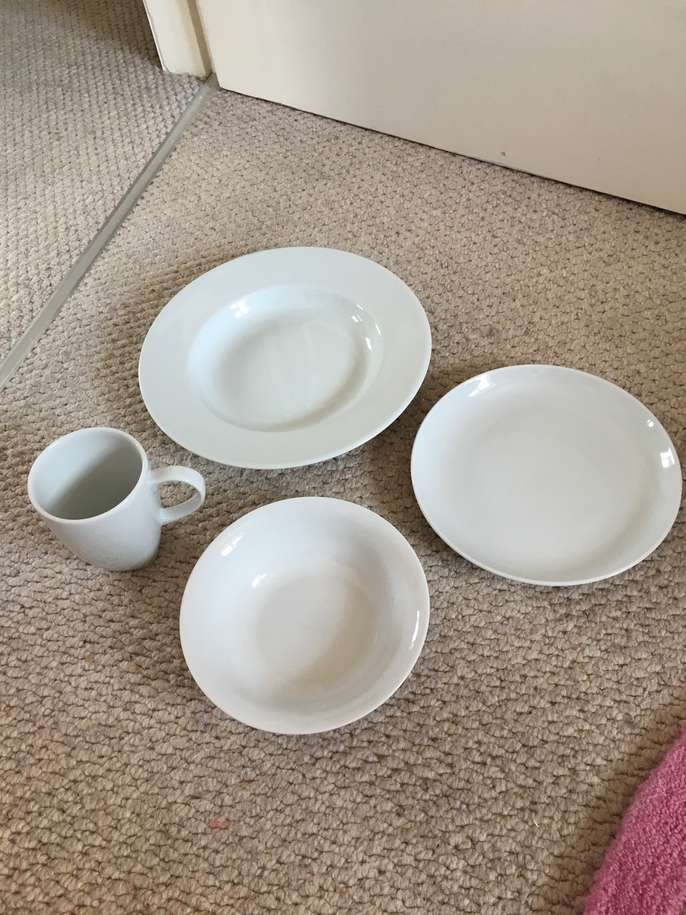 Freelywheely crockery set for Plain white plates ikea