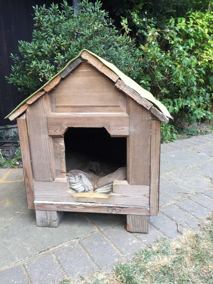 Freelywheely diy dog house for small medium dog for Dog houses for medium dogs