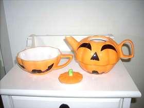 Freecycle Halloween teapot
