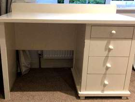 Freecycle White homework desk, very sturdy and strong