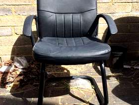 Freecycle 6 x Meeting type chairs (no wheels)