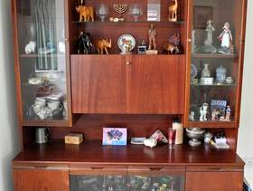 Freecycle Large Display Cabinet with Lights