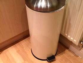 Freecycle 30 Litre Kitchen Pedal Rubbish Waste Bin - Cream
