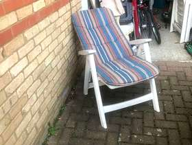 Freecycle 4 Plastic reclining garden chairs with cushion