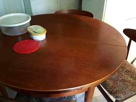 Freecycle Wooden extendable dining table with 6 chairs