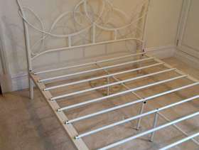 Freecycle Ivory metal double bed frame