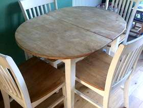 Freecycle Solid extendable table and 4 chairs