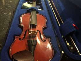 Freecycle Quarter and half size violins