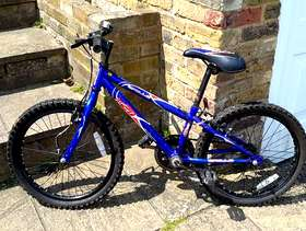Freecycle Halfords Appollo Child's bike age 5-6 years