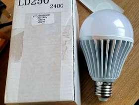 Freecycle 2 x LED Light Bulbs