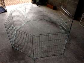 Freecycle 8 panel pet play pen