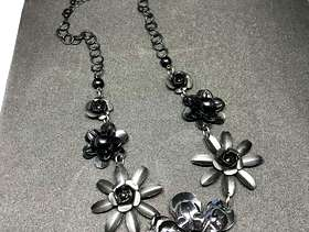 Freecycle Black Metal Flower Patterned Dress Necklace