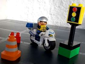 Freecycle Lego Duplo Traffic Motorcycle Policeman