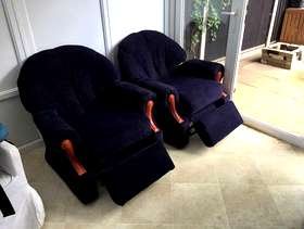 Freecycle A pair of reclining armchair