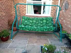 Freecycle Garden swing with cushions