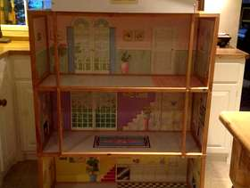 Freecycle Doll house