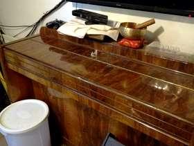 Freecycle Eavestaff piano