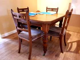 Freecycle Oak Extending Dining Room Table & Chairs