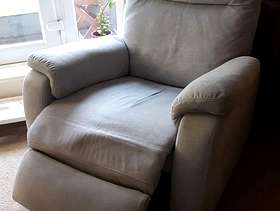 Freecycle Grey single recliner chair (electric)