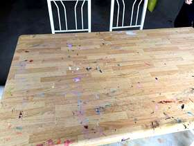 Freecycle Table with 4 chairs
