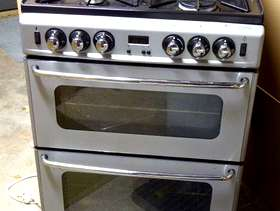 Freecycle Double-oven gas cooker