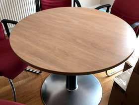 Freecycle Round Table with six chairs