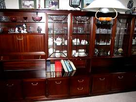 Freecycle Wall units with cabinets and glass doors