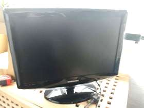 "Freecycle Small 16"" Samsung tv and remote"